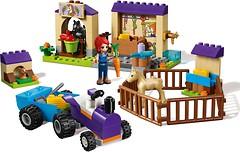 Фото LEGO Friends Конюшня для жеребят Мии (41361)