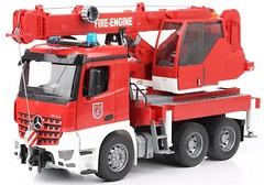 Фото Bruder (1:16) пожарный автокран Mercedes-Benz Arocs (03675)
